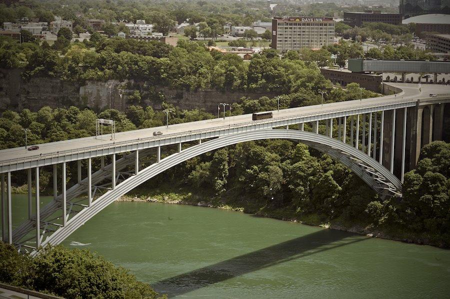 F1AV0799-738319 Rainbow Bridge, Canada to USA