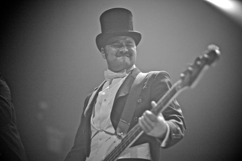 the-hives-t5-gregg_greenwood-4 The Hives the hives terminal 5 bowery presents